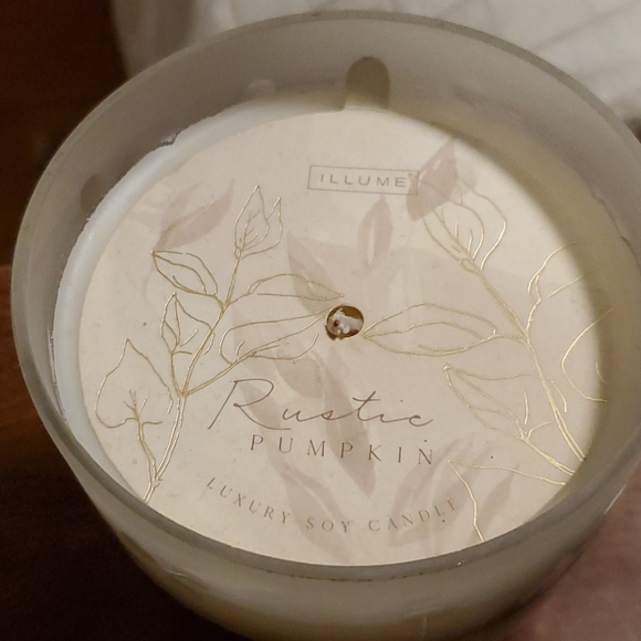 Illume Luxury Soy Candle